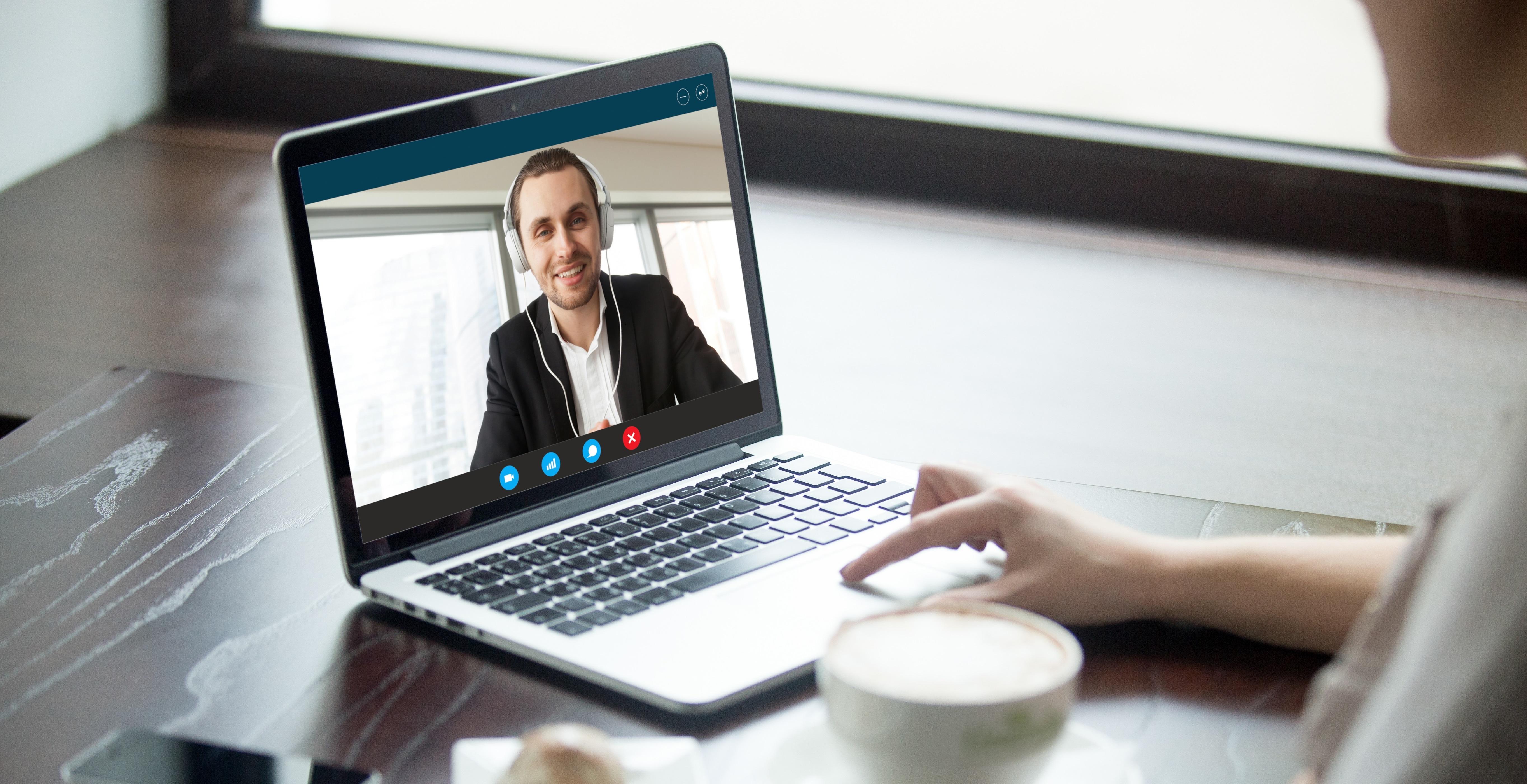 Cómo triunfar en una entrevista de trabajo por videollamada